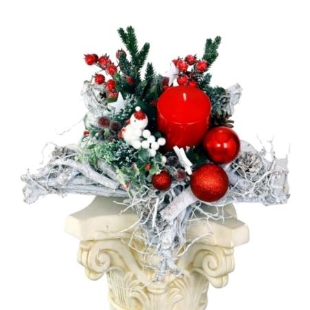 czerwony stroik świąteczny