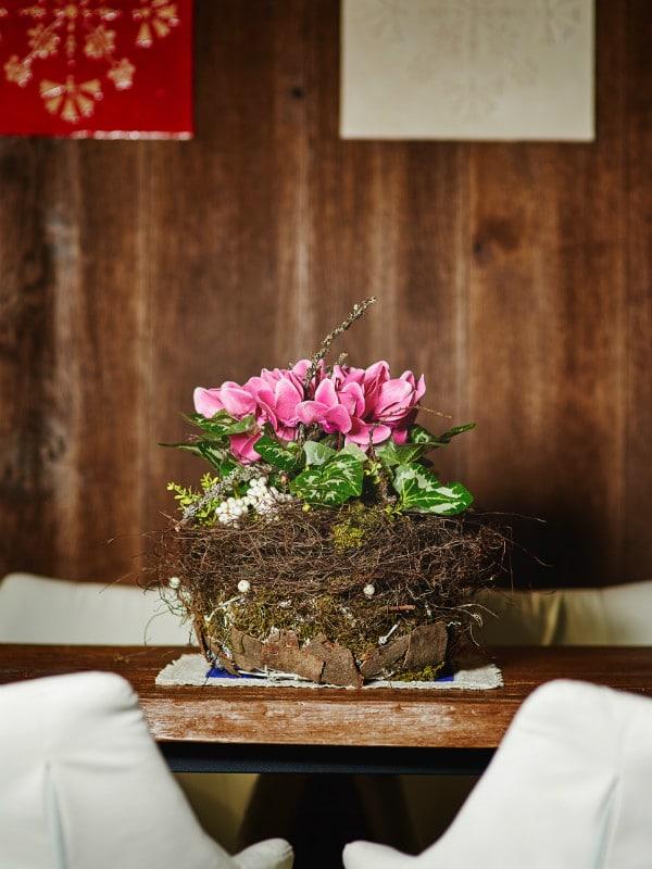 dekoracja roślin sztucznych w hotelu
